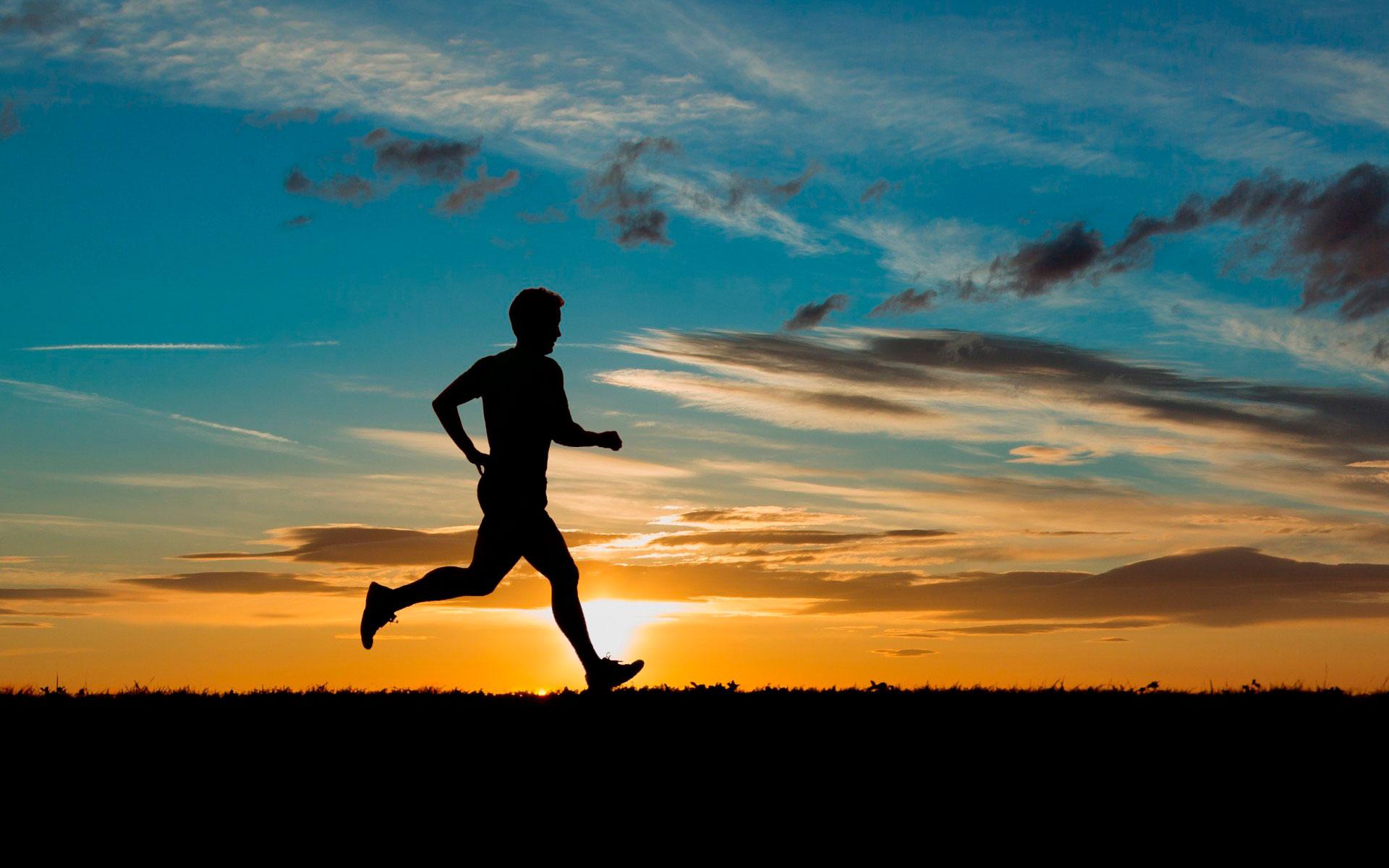 это фото бегущих людей хотя многие